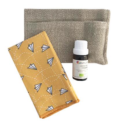 Koshi Kit huile essentielle et mouchoir en tissu. Thème voyage