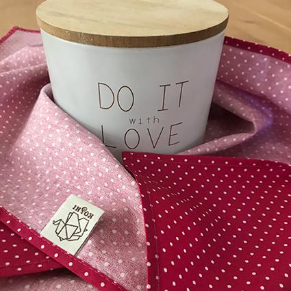 Furoshiki, un tissu utilisé comme emballage cadeau réutilisable